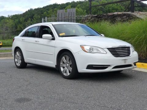 Pre-Owned 2013 Chrysler 200 4dr Sedan Touring